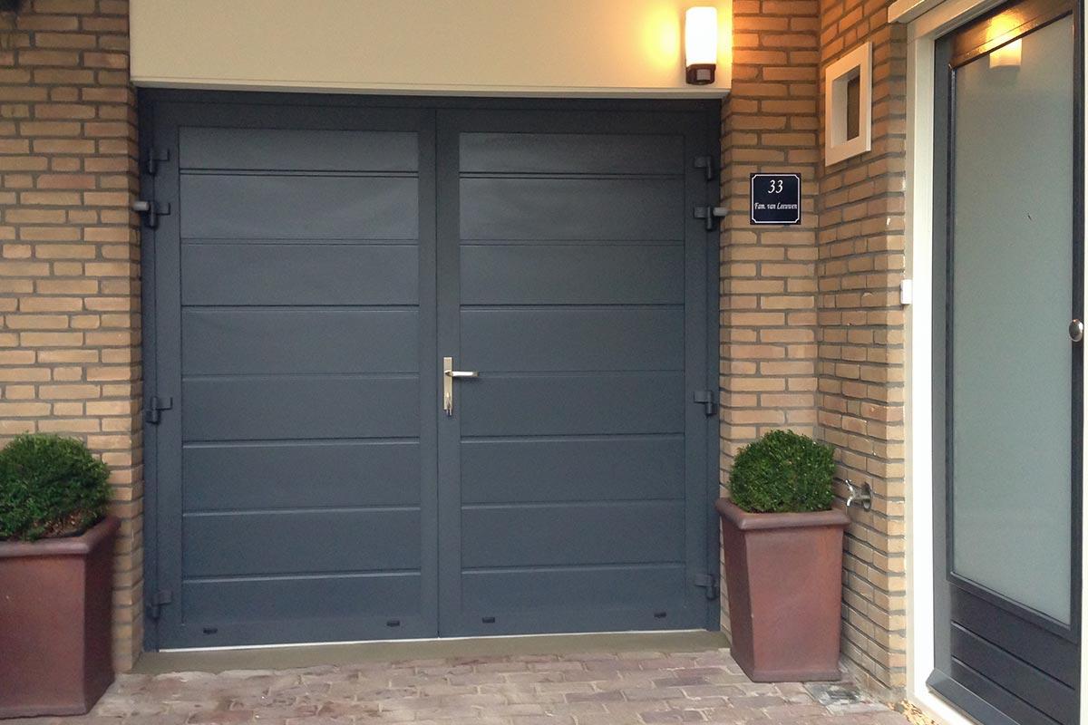 garagedeuren-glad-paneel-ral70161