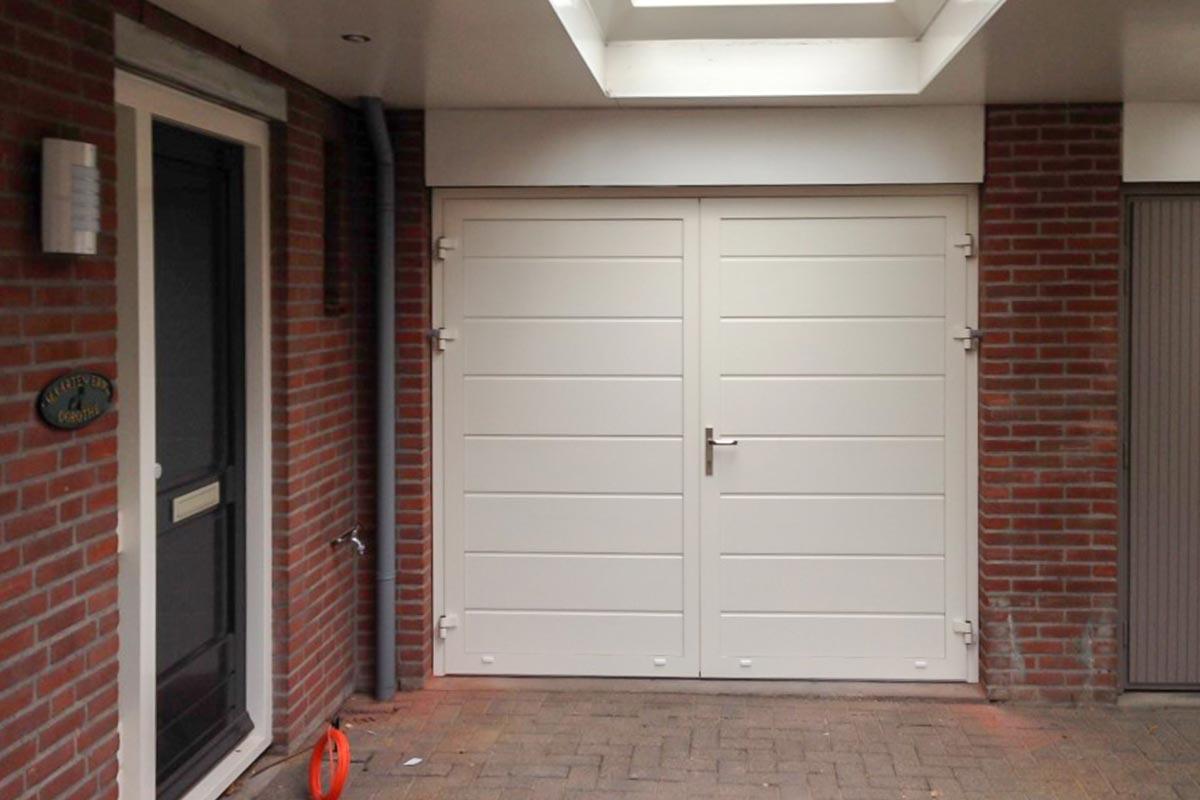 Witte openslaande deuren (midden profilering)