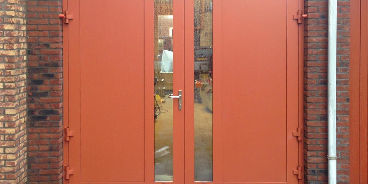 Openslaande garagedeur met verticaal glas