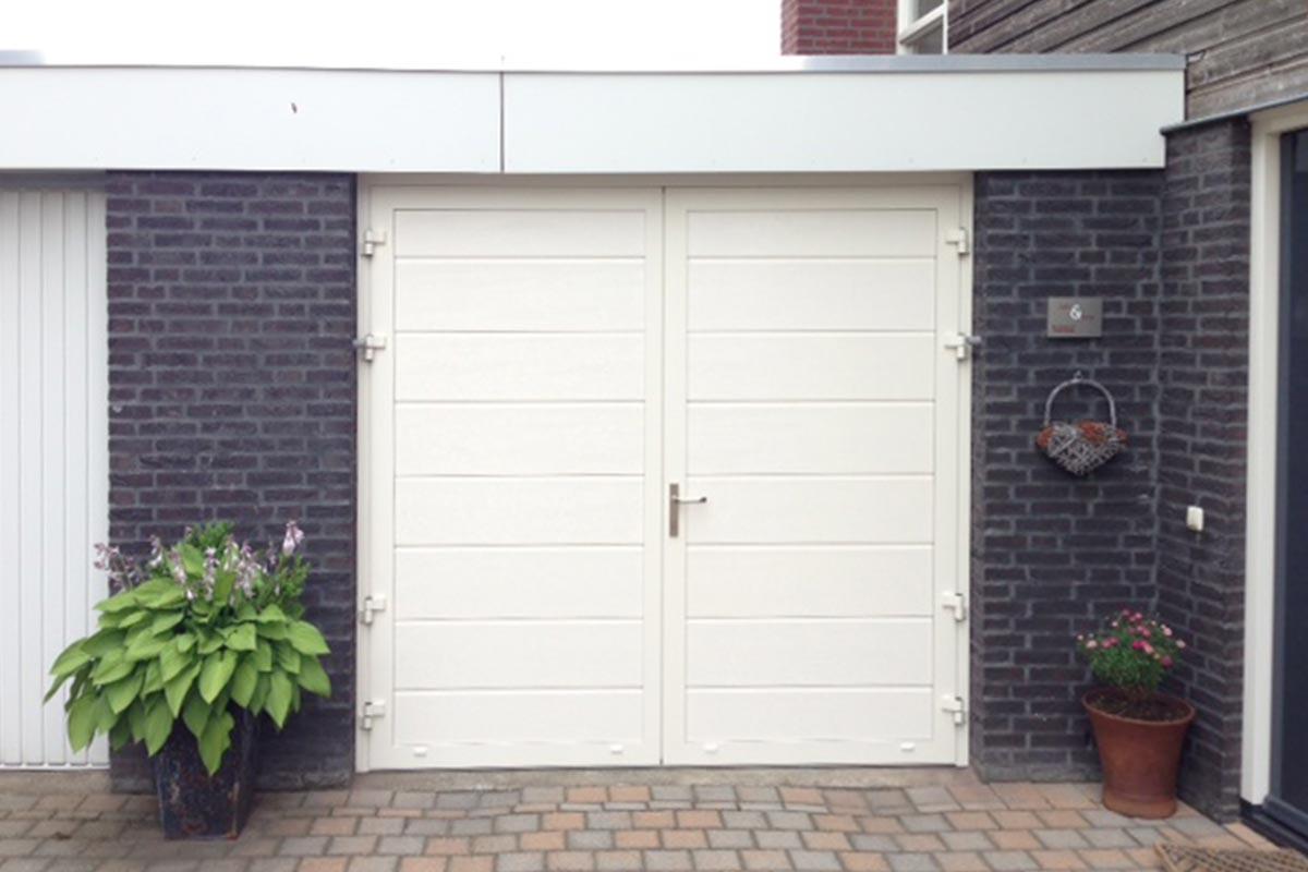Openslaande-garagedeur-RAL-9001-wijchen