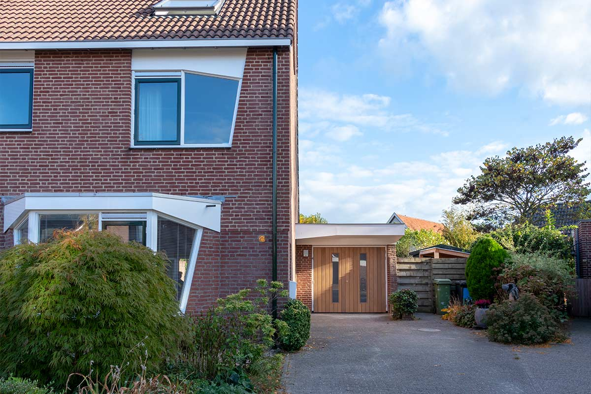 Houten-openslaande-garagedeur-voordeur-2