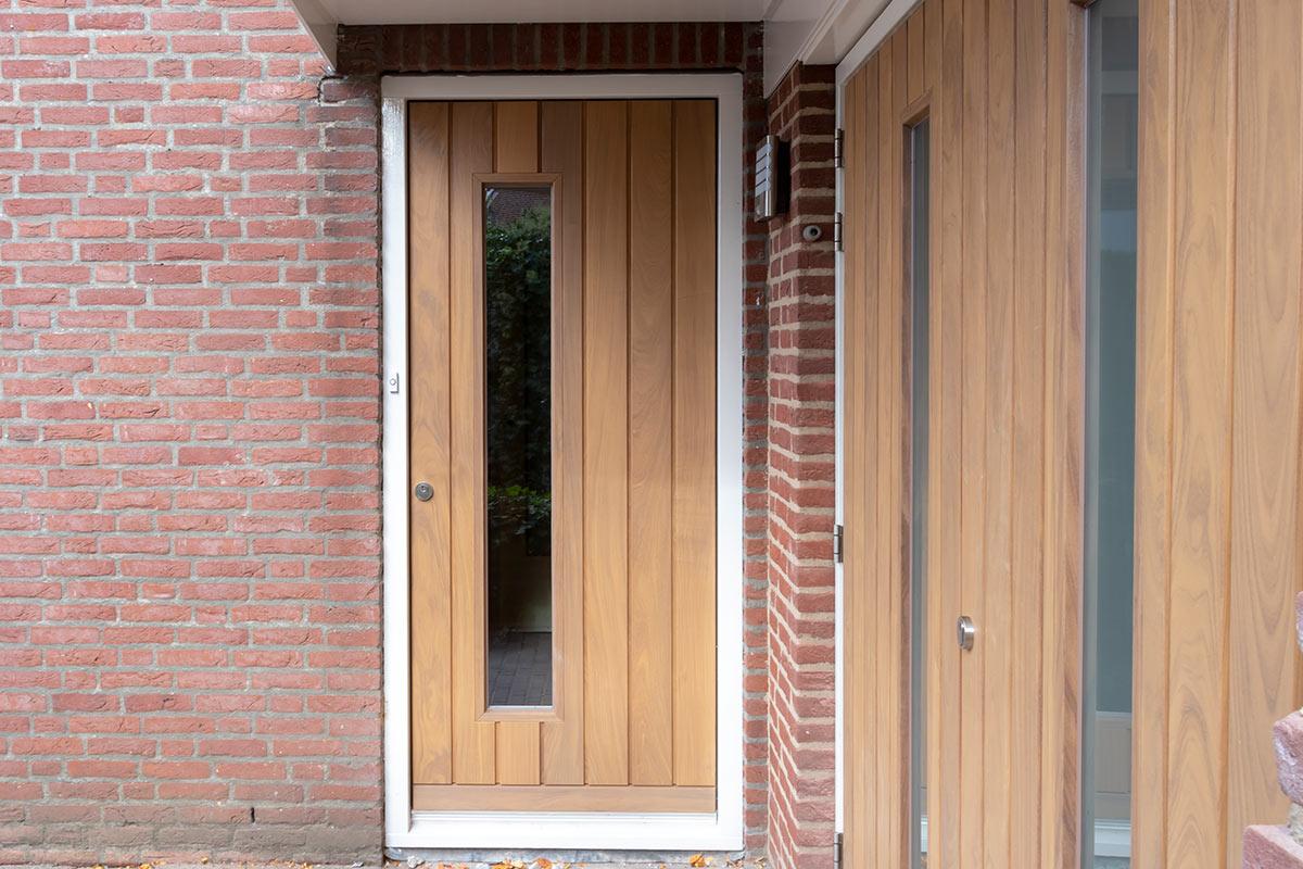 Houten-openslaande-garagedeur-voordeur-4