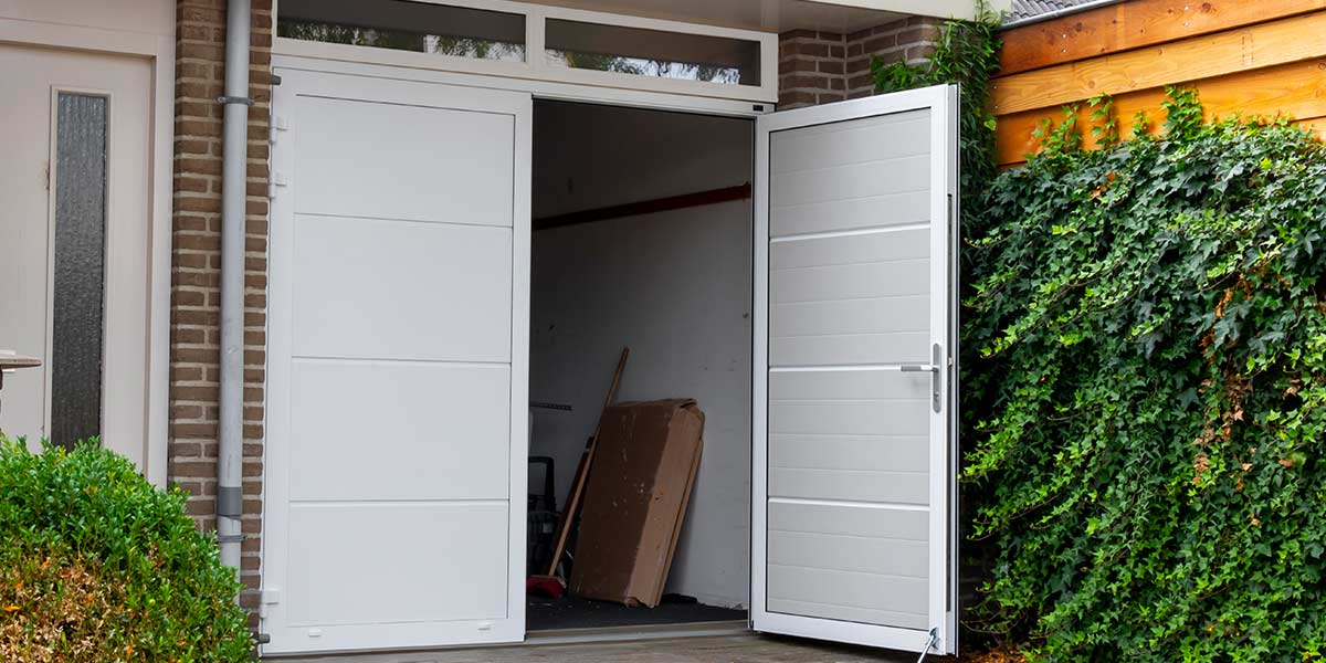 Extreem Garagedeur met loopdeur | Different Doors Garagedeuren EX33