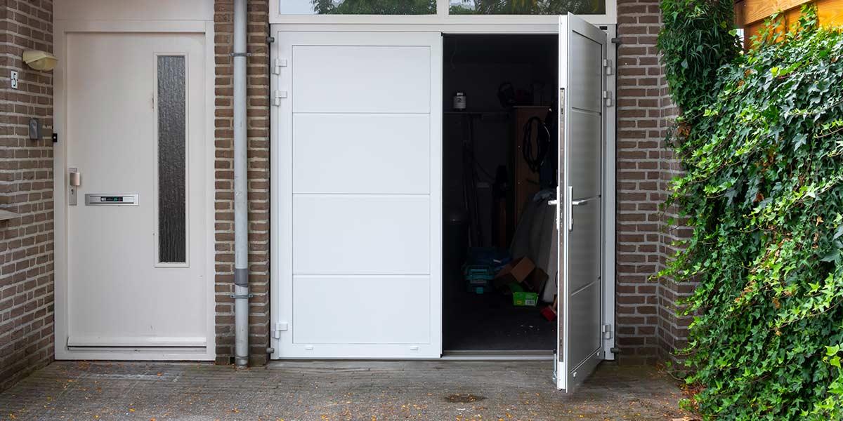 Openslaande garagedeur wit