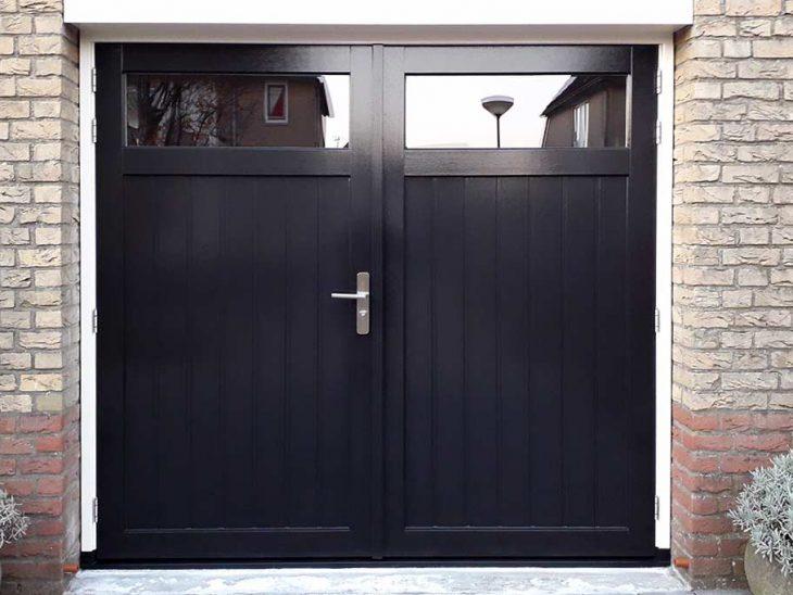 openslaande houten garagedeuren