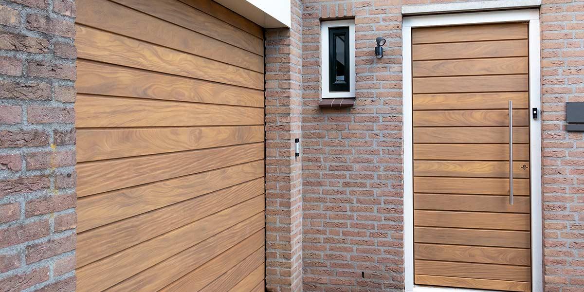 Voordeur hout en sectionaal