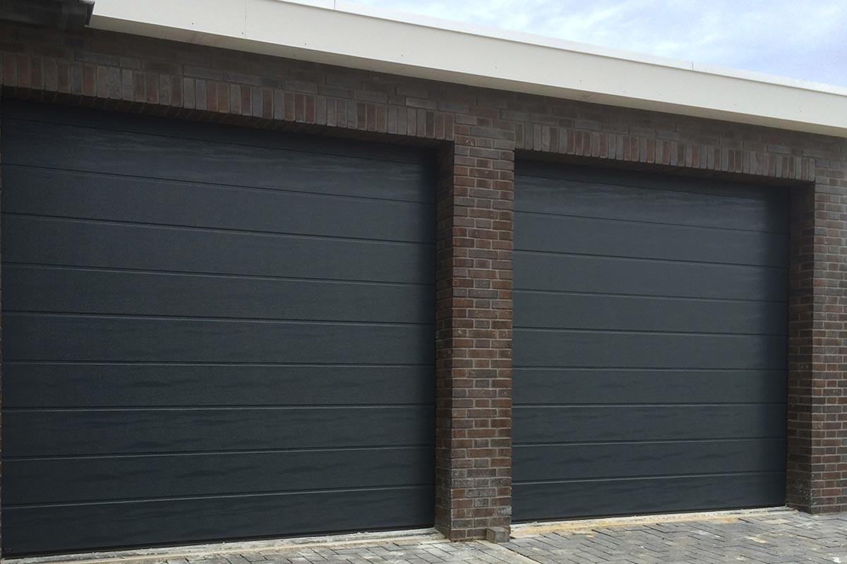 sectionaaldeur-twee-identieke-deuren1