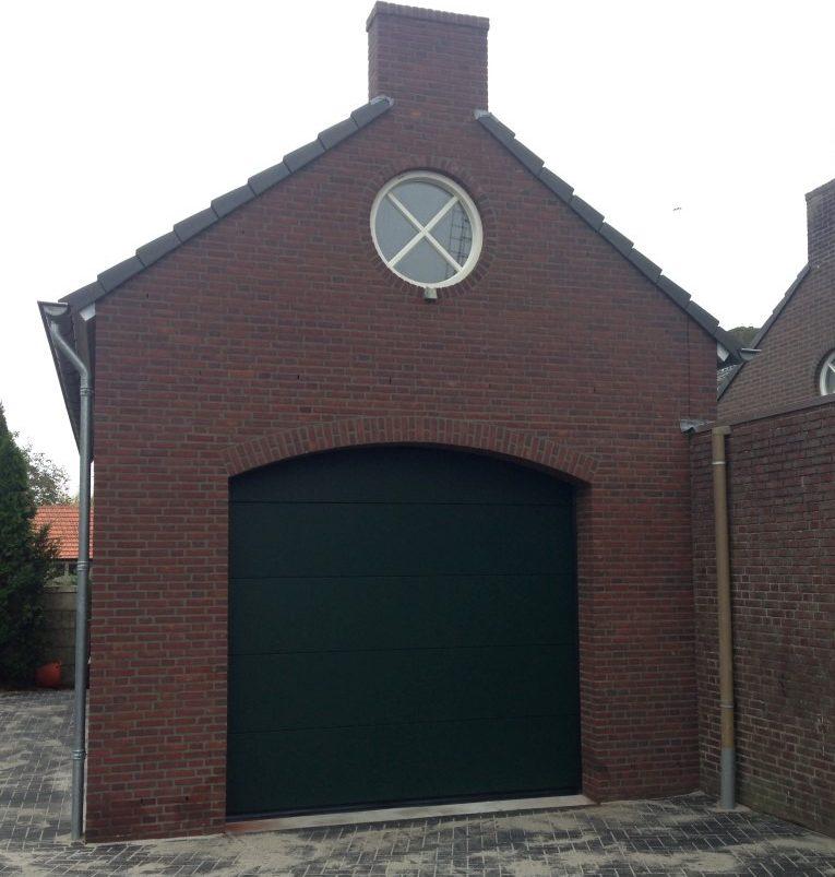 Elektrische sectionaaldeur