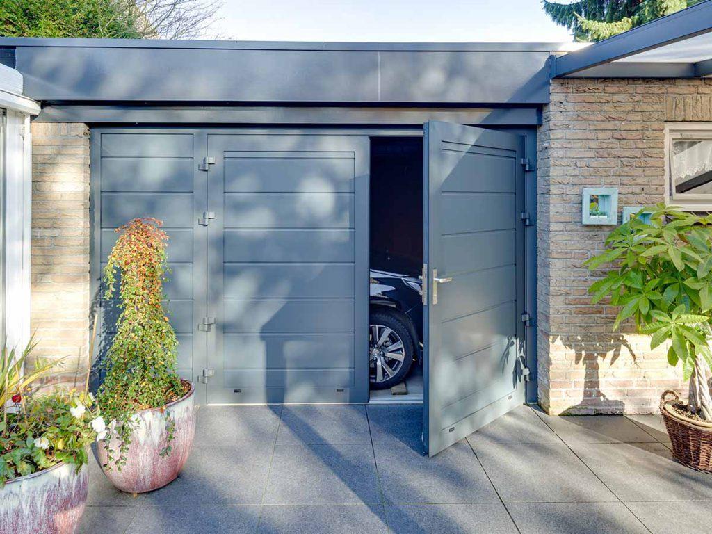 Openslaande garagedeuren met vast zijstuk
