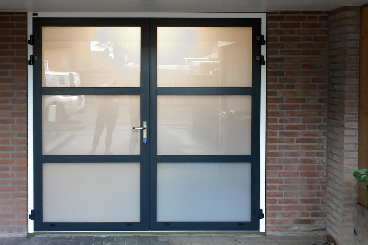 openslaande-garagedeur-melkglas-3