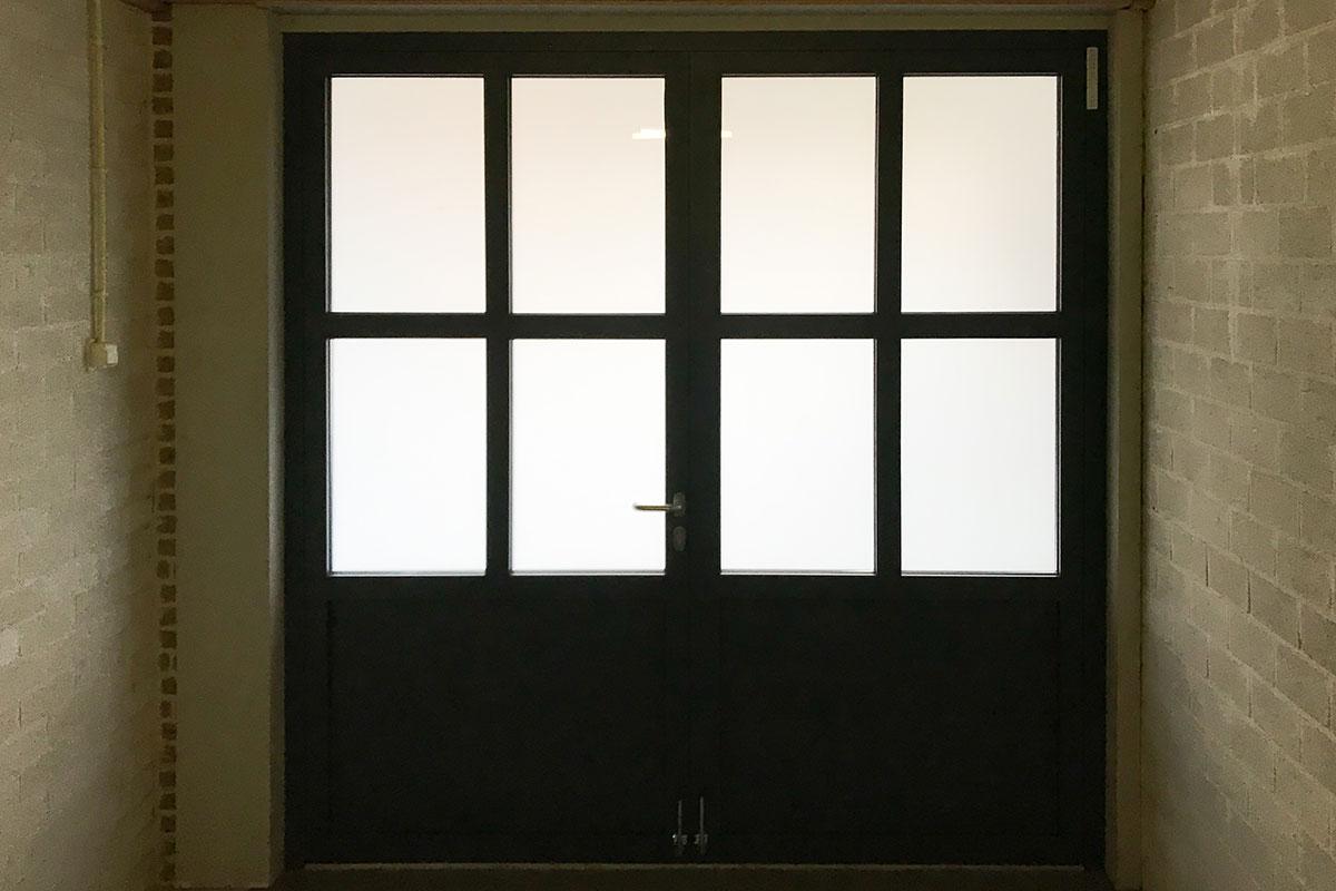 klassieke-stijl-openslaande-garagedeur-binnenzijde