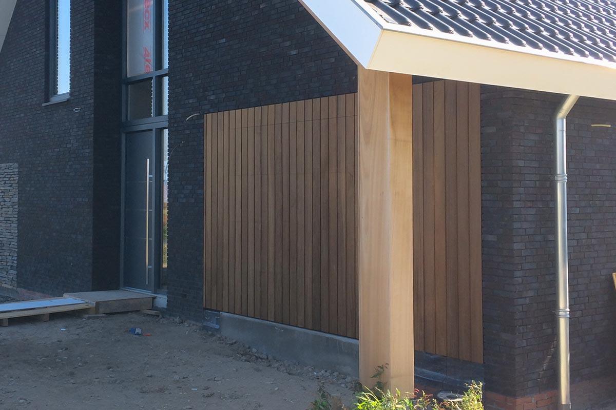 houten-sectionaaldeur-in-gevel
