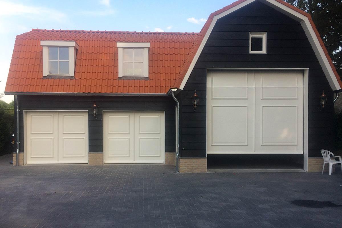schuur-drie-sectionaaldeuren-van-hout