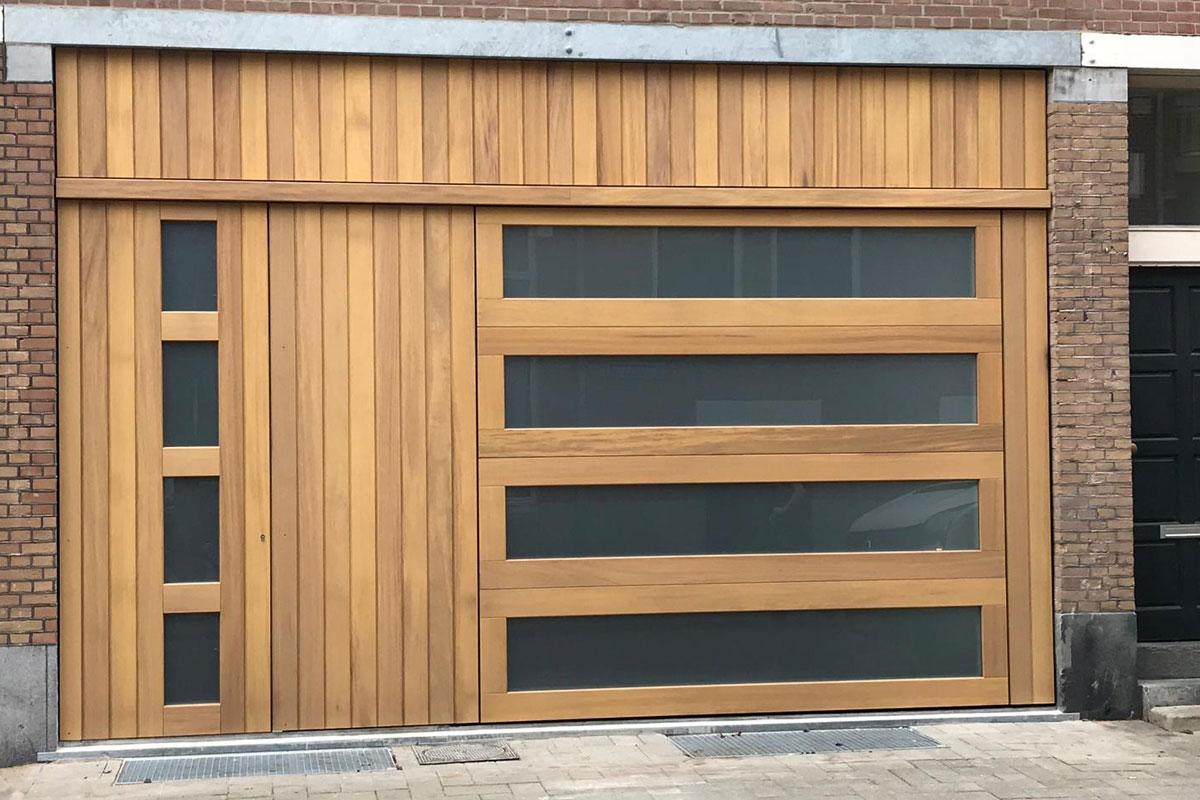 iroko-houten-sectionaaldeur-en-voordeur-met-glas-2