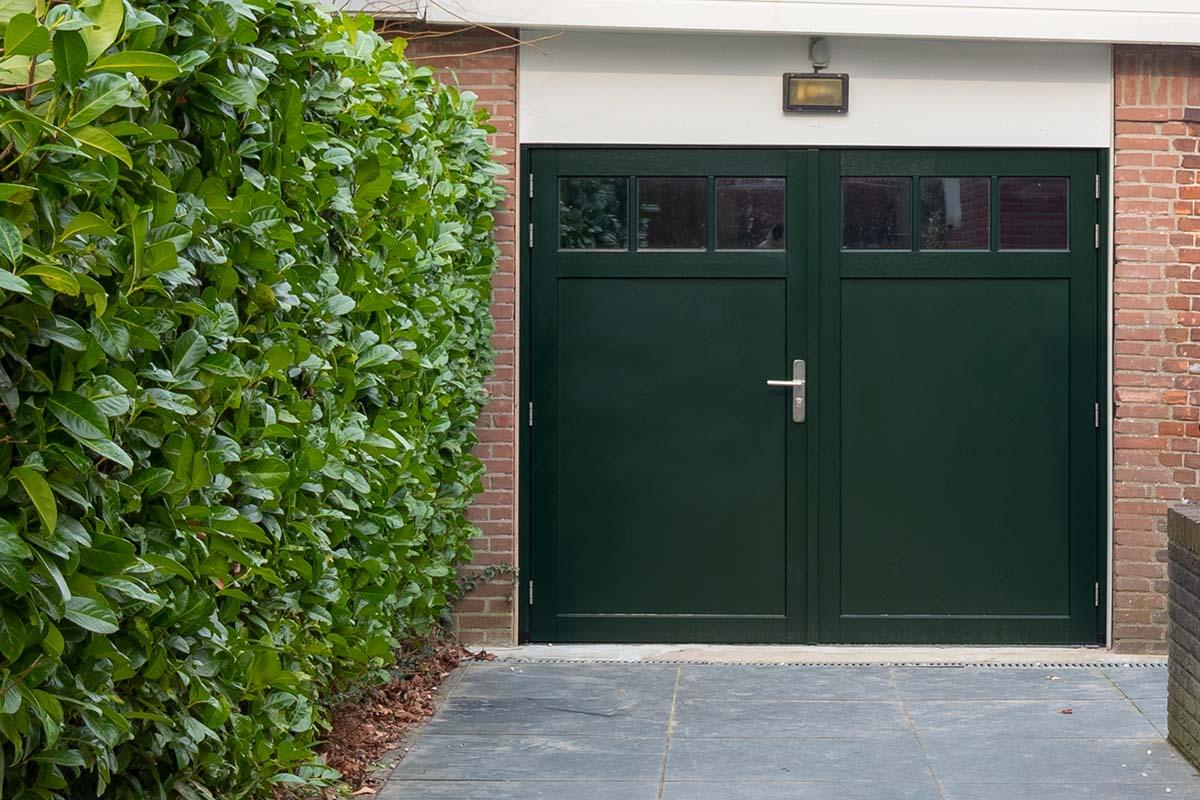 houten-openslaande-garagedeur-met-raampjes_0000