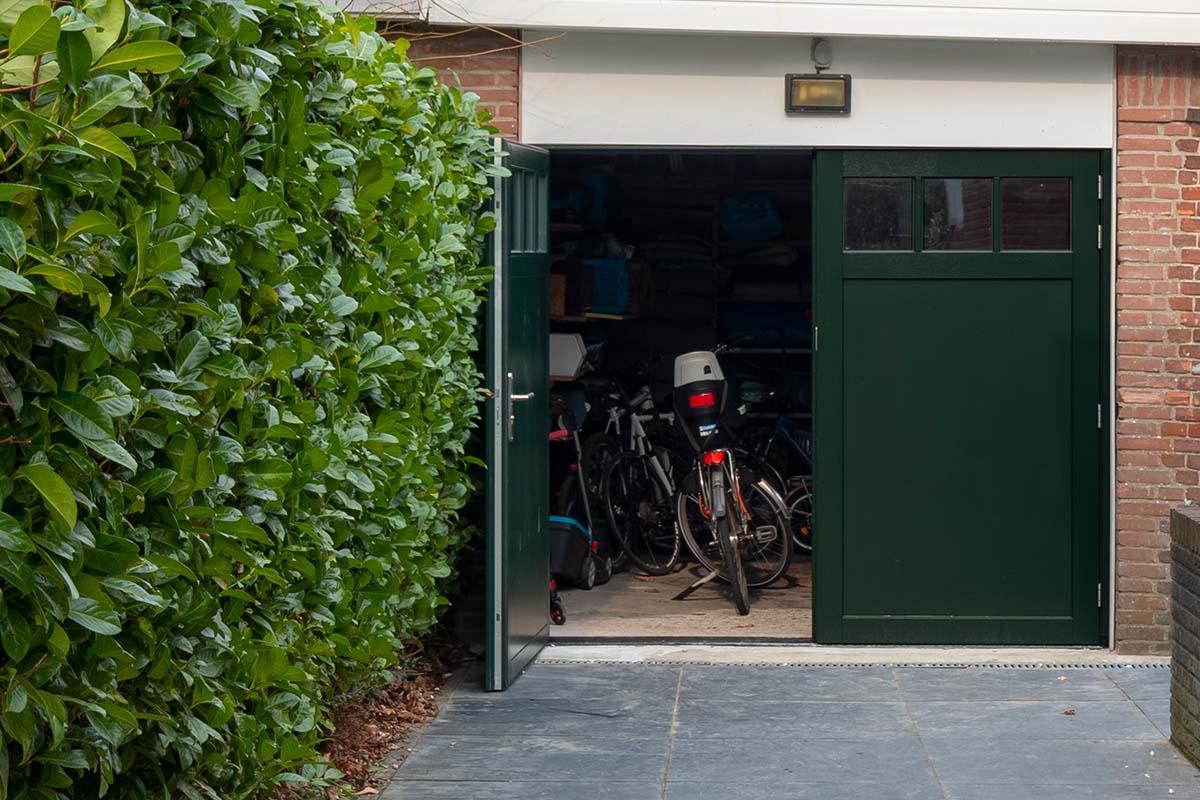 houten-openslaande-garagedeur-met-raampjes_0001