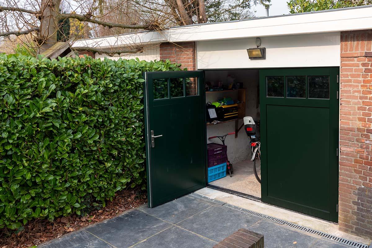 houten-openslaande-garagedeur-met-raampjes_0002