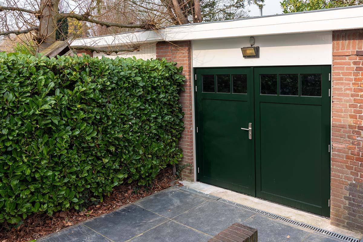 houten-openslaande-garagedeur-met-raampjes_0003