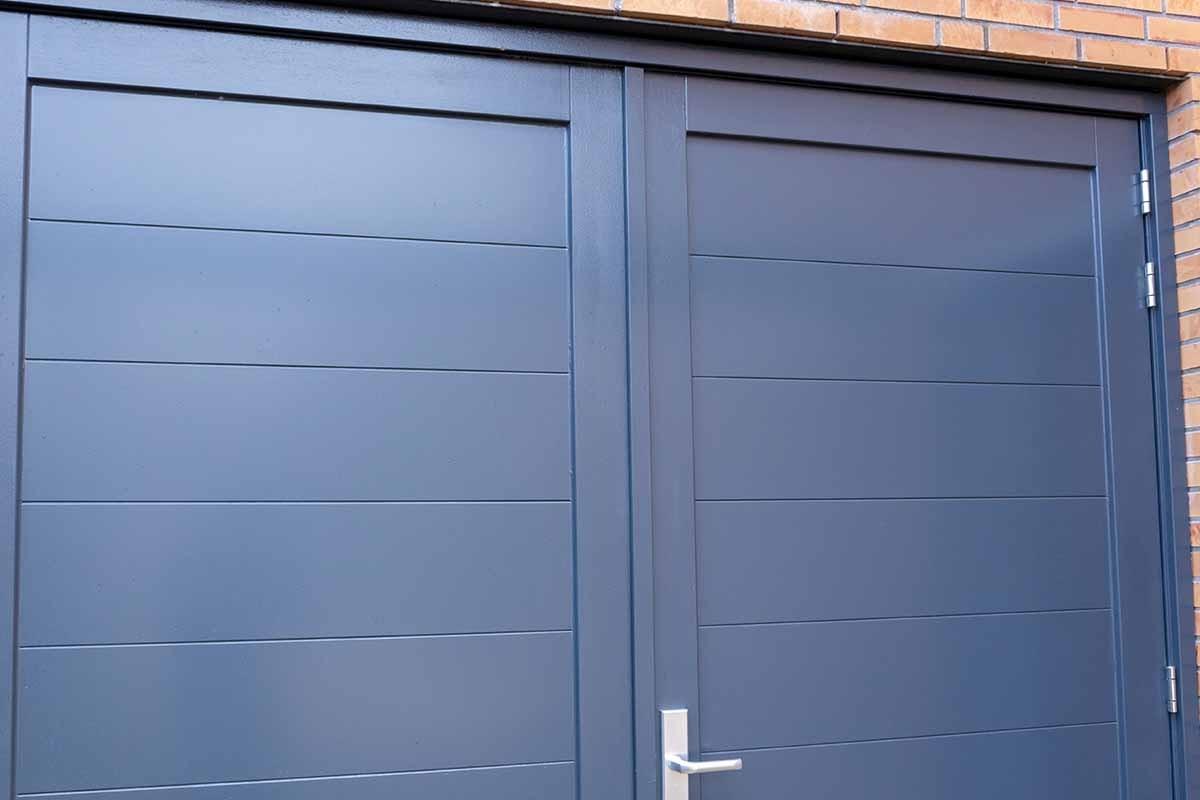 houten-openslaande-garagedeur-grijs-blauw_0000
