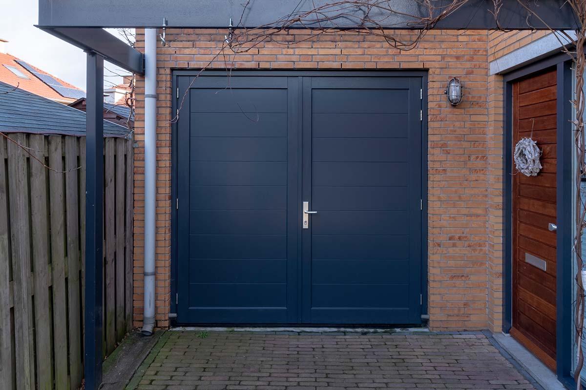 openslaande-garagedeur-hout-horizontaal