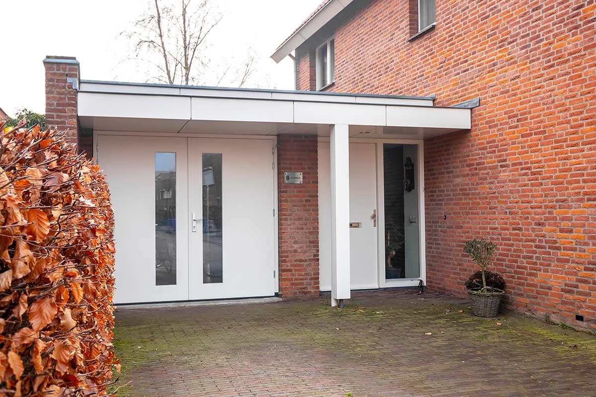 houten-openslaande-garagedeur-met-glas-wit