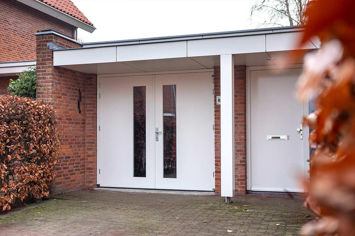 witte-openslaande-garagedeur