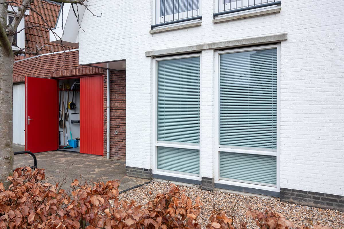 houten-openslaande-garagedeur-rood