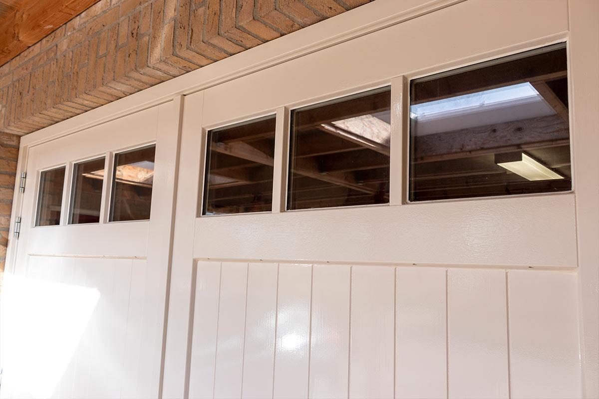 houten-openslaande-garagedeur-glas