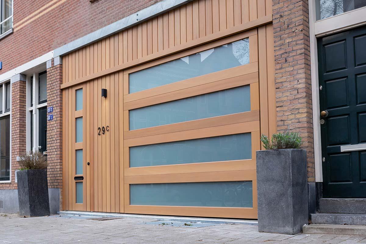 houten-garagedeur-met-melkglas-3