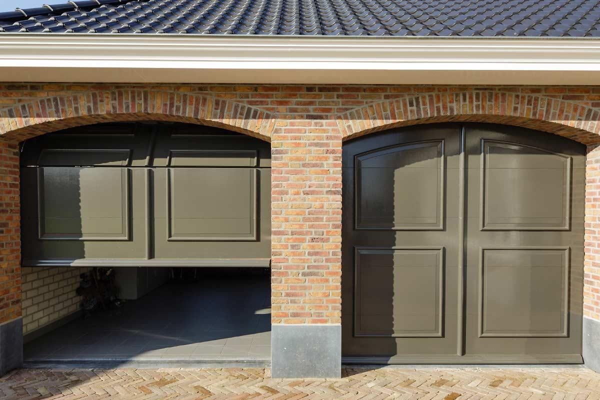 automatische-garagedeur-dubbel-sierlijst