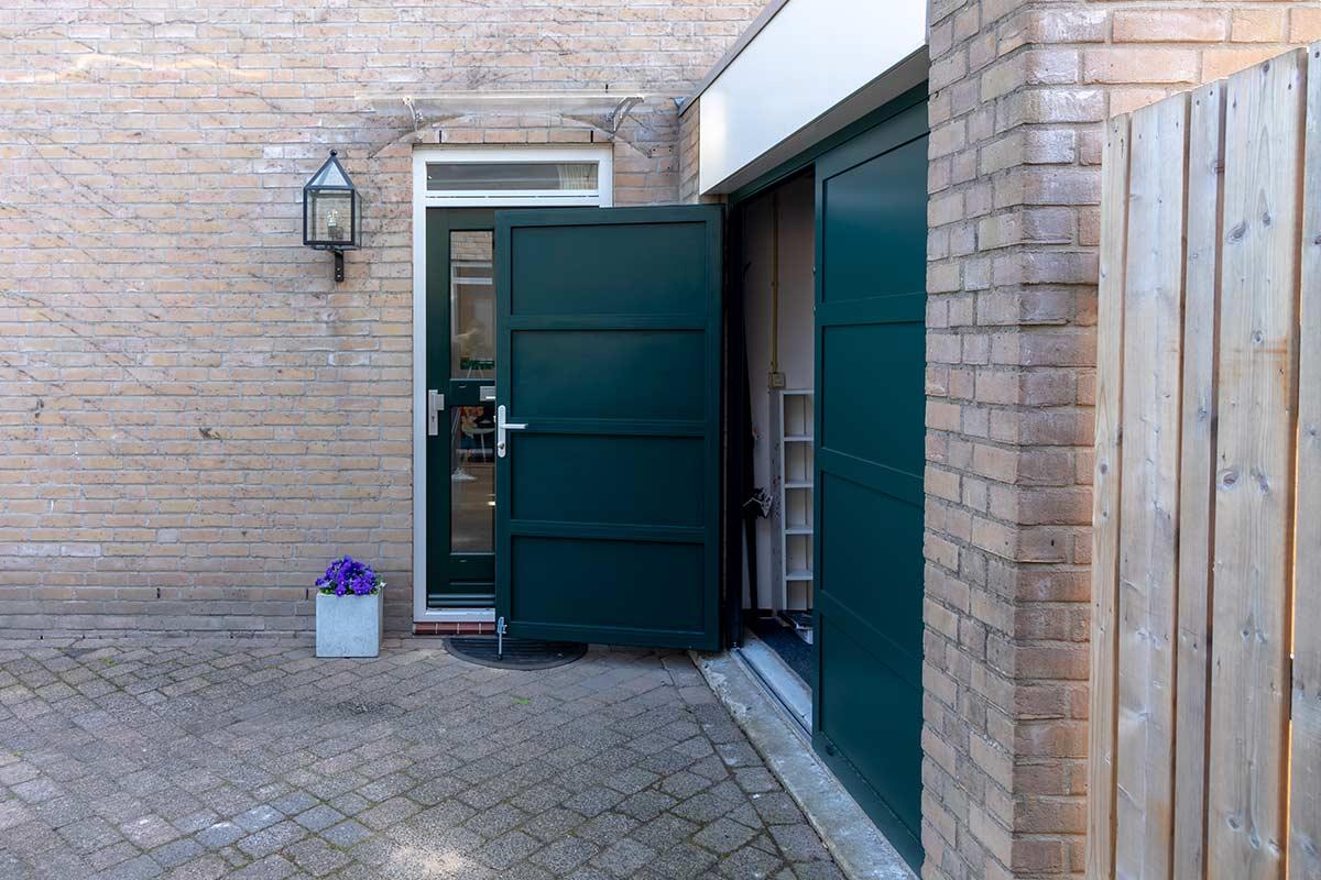 openslaande-garagedeur-groen
