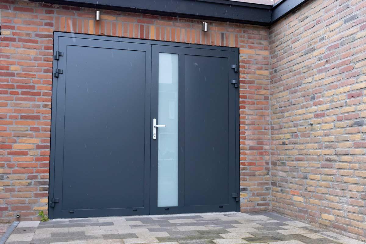 melkglas-geisoleerde-garagedeur
