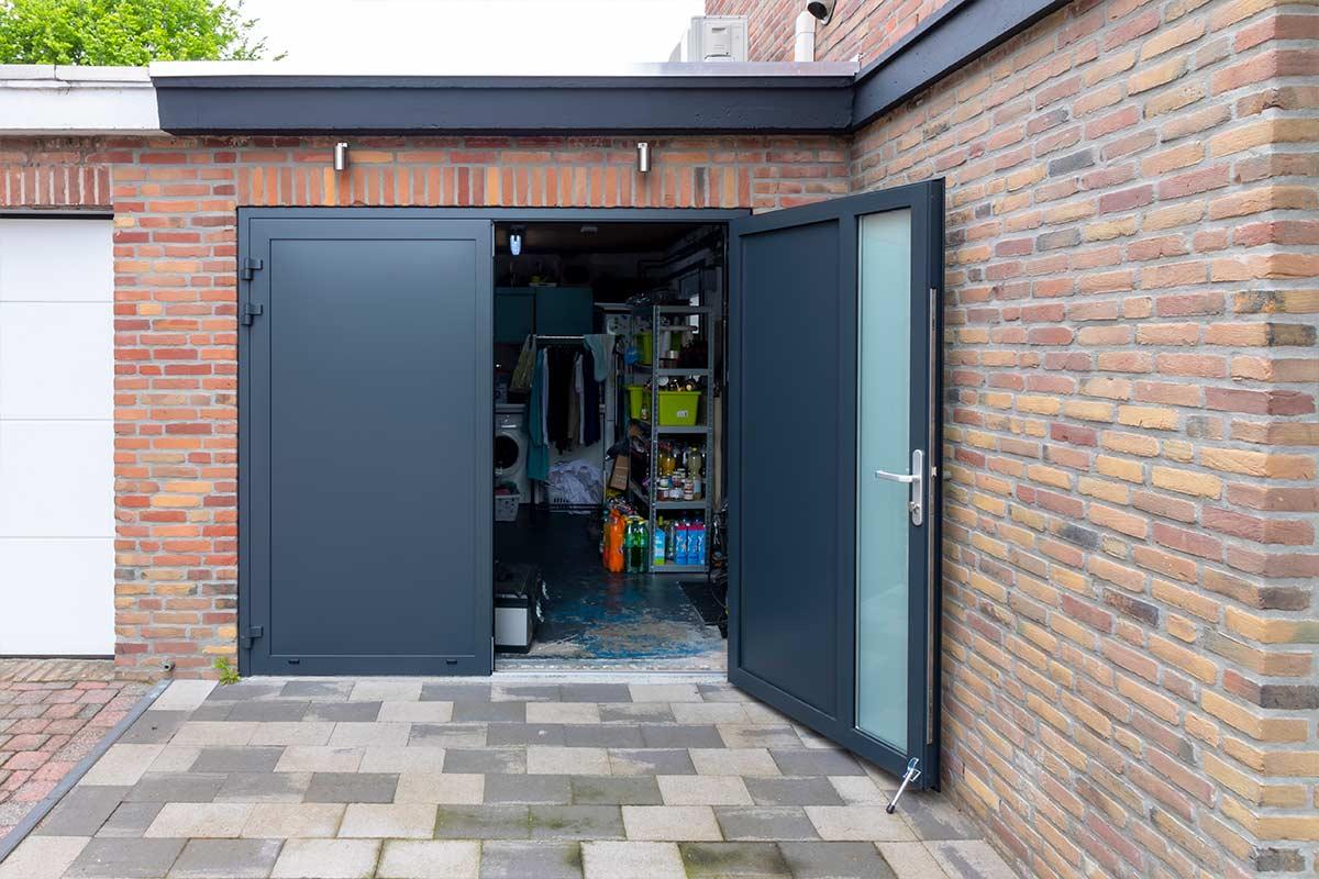 openslaande-garagedeur-ral-7016-onderhoudsvrij
