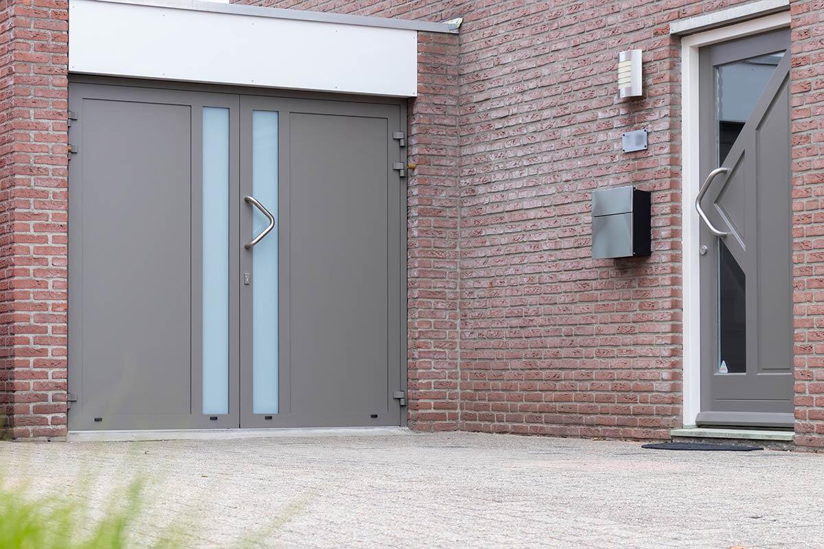 openslaande-garagedeur-en-voordeur