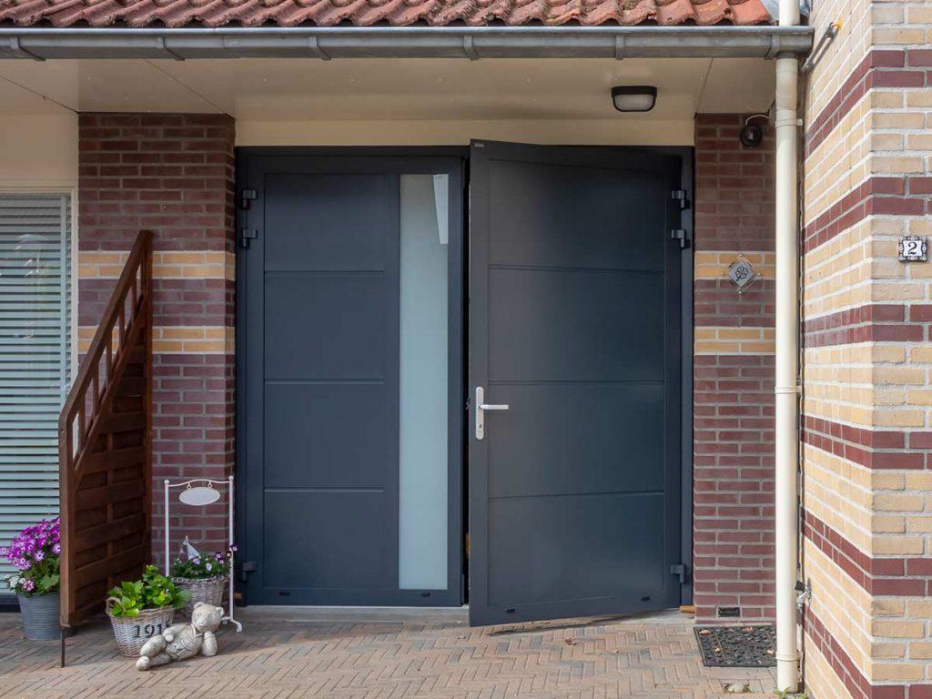 Openslaande garagedeur geïsoleerd en veilig
