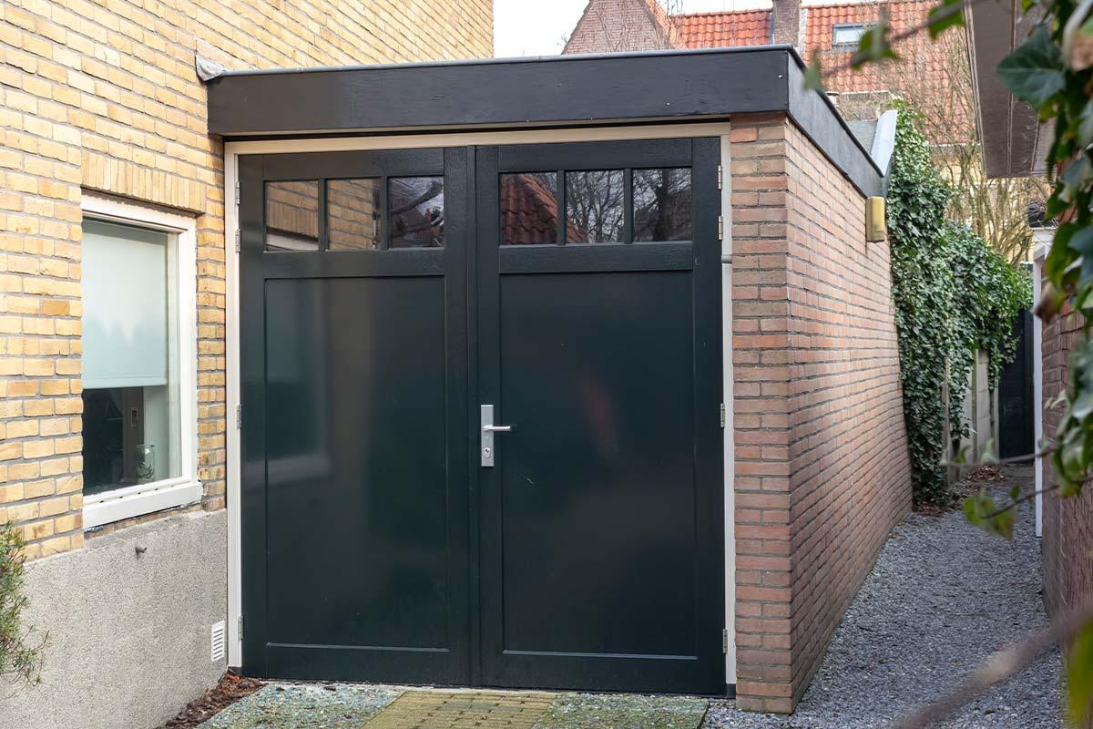 houten openslaande garagedeur met raampjes
