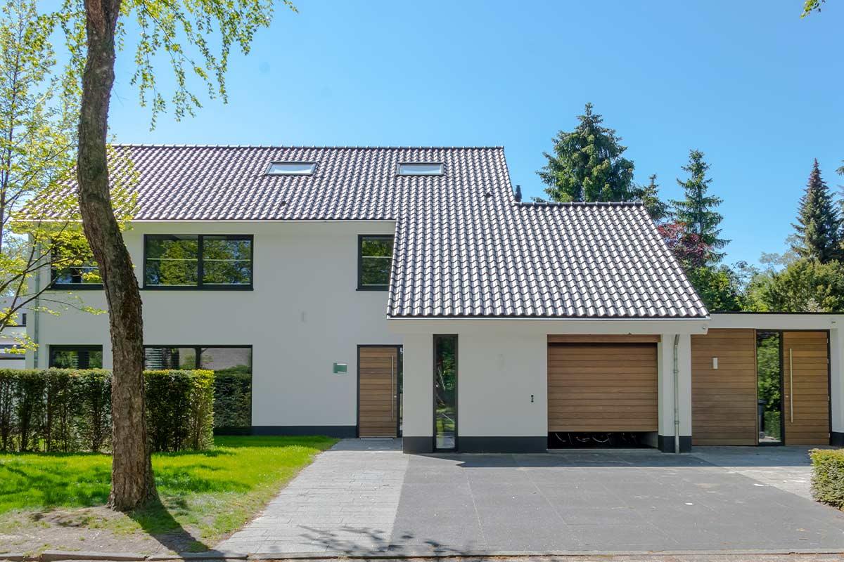 garagedeur-en-voordeur-in-aluminium-kozijn-2