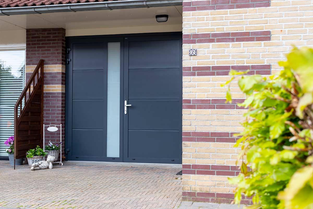 Nieuwe openslaande garagedeur