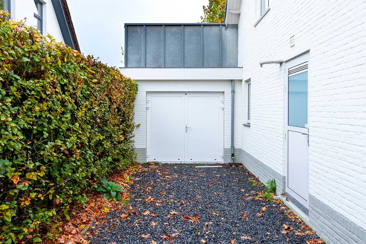 witte-openslaande-garagedeur-heeze (2)