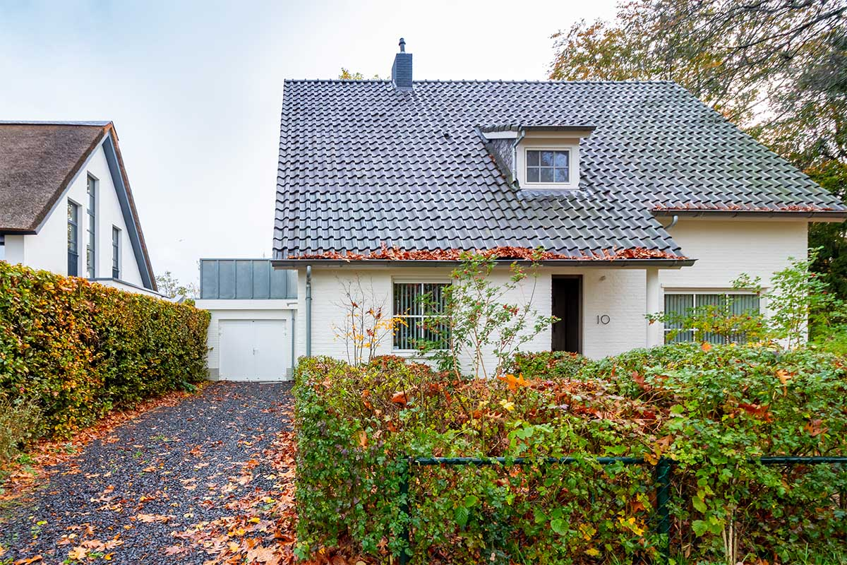 witte-openslaande-garagedeur-heeze (11)