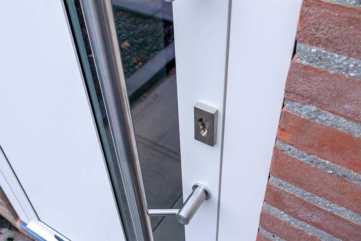 openslaande-garagedeur-en-voordeur (1)