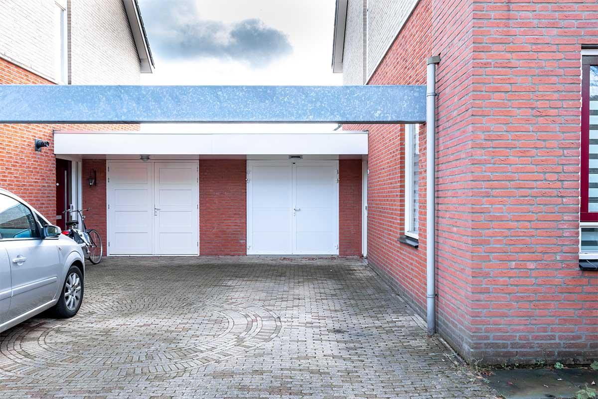 standaard witte openslaande garagedeur (6)