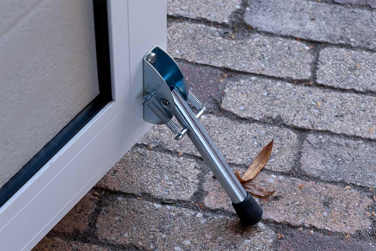 standaard witte openslaande garagedeur (7)