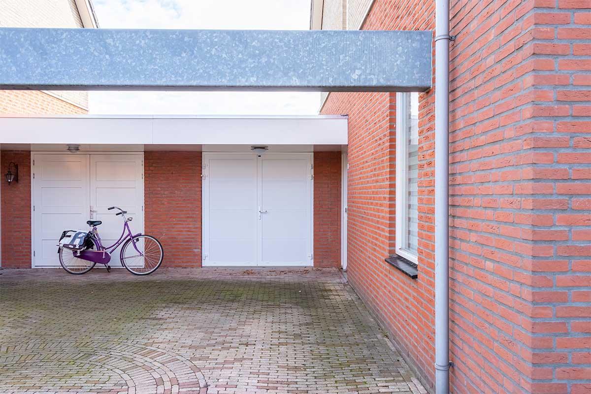 standaard witte openslaande garagedeur (12)