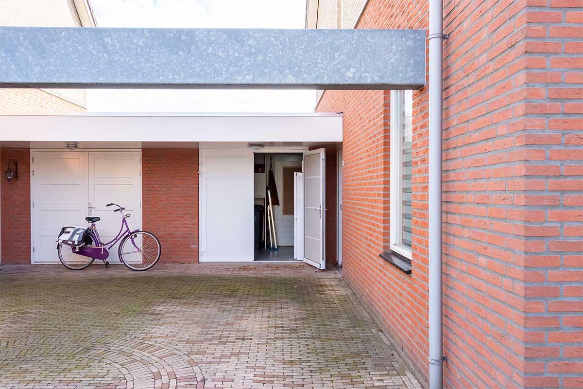 standaard witte openslaande garagedeur (14)
