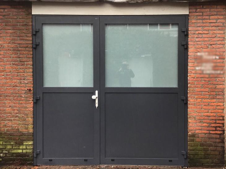 Asymmetrische garagedeur in Brussel