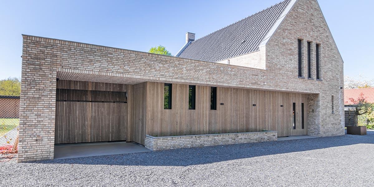 houten garagedeur vergrijsd essen