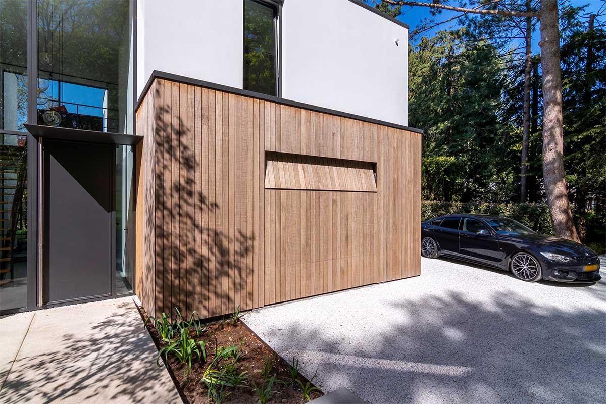 houten garagedeur moderne villa (3)