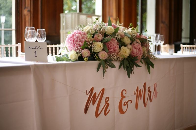 Top Table Pink And Cream Decoration