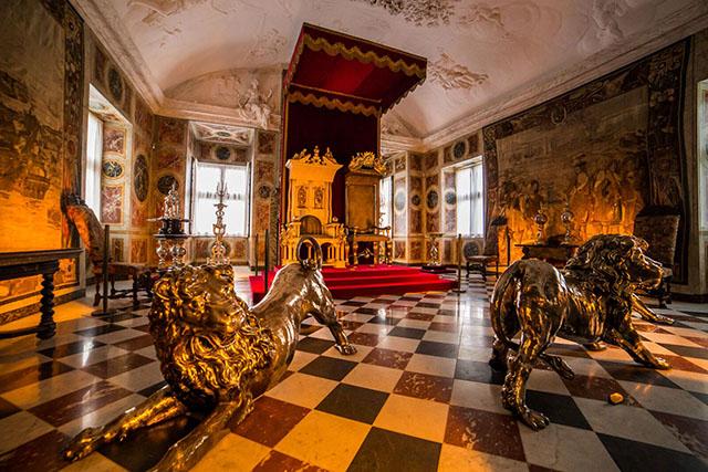 Rosenborg-Castle-Copenhagen-Denmark-640px-427px